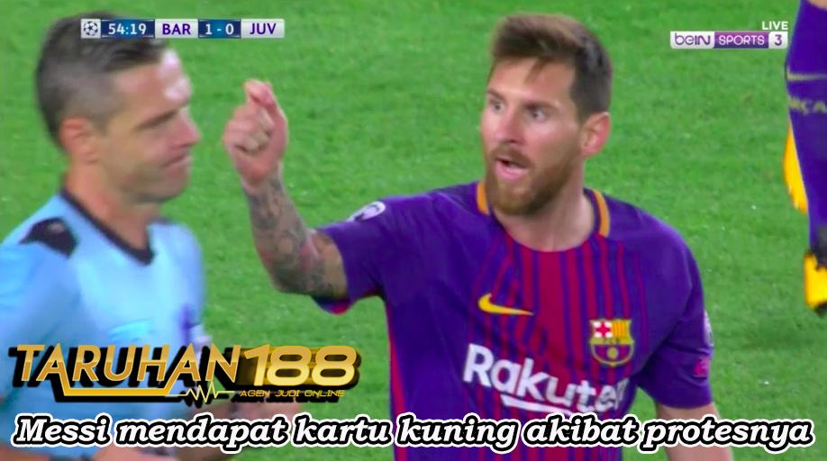 Messi mendapat kartu kuning akibat protesnyai